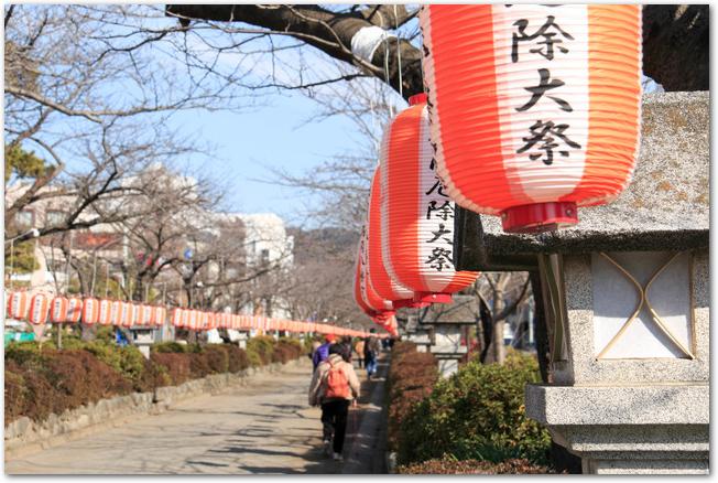 鶴岡八幡宮の厄除大祭の参道の様子