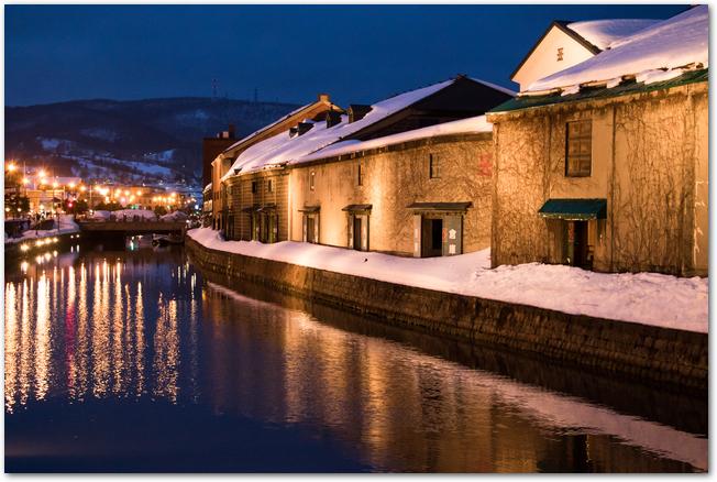 小樽雪あかりの路開催中の運河沿いの風景