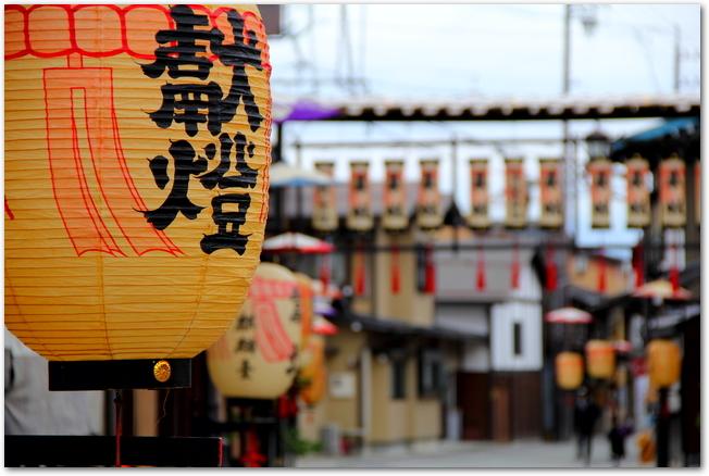 飛騨高山の街並みと祭りの提燈