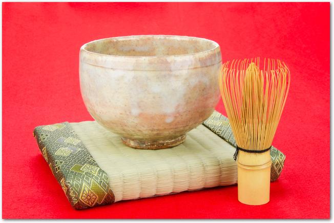 萩焼の抹茶茶碗と茶筅