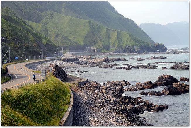 えりも町の海沿いを走っている道路