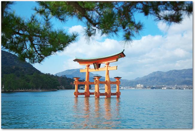 宮島の厳島神社の大鳥居