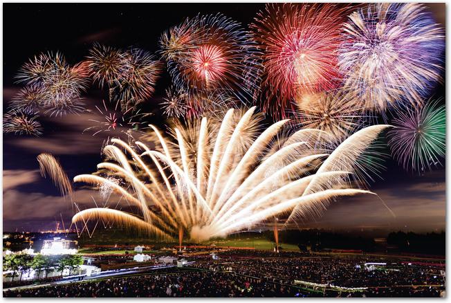 モエレ沼芸術花火大会の打ち上げ花火の様子