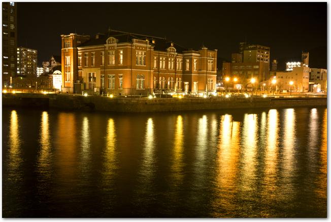 門司港レトロ旧門司税関と海の夜景