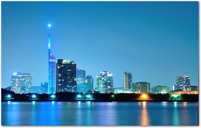 海も見える福岡県の夜景