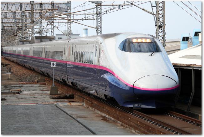 上越新幹線E2系の走っている様子