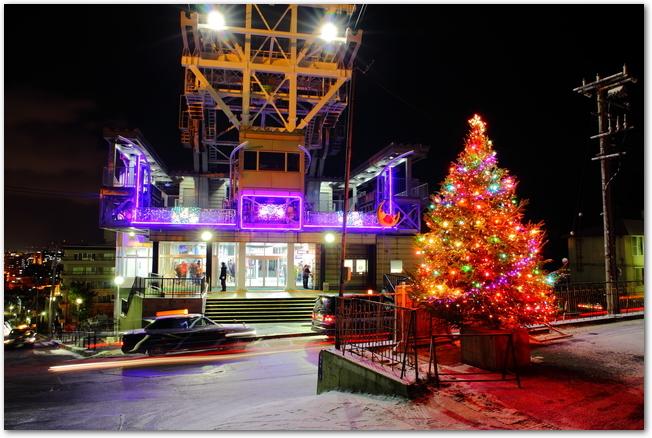 函館山のクリスマスツリーとイルミネーションの様子
