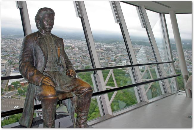 五稜郭タワーにある土方歳三の銅像