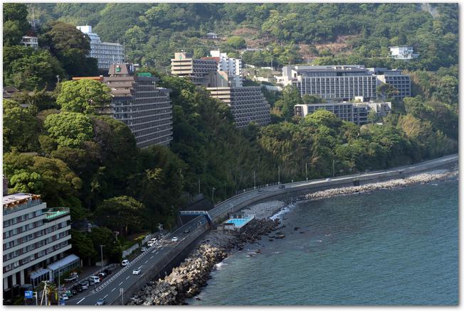 熱海の海岸近くに建つホテル