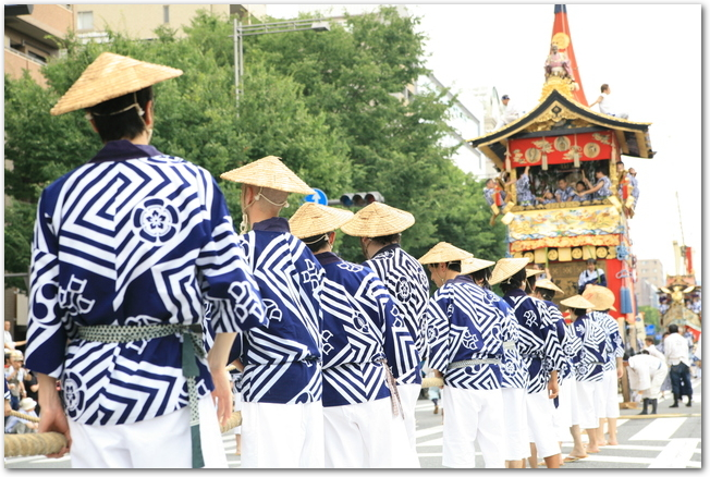 祇園祭山鉾巡行の様子
