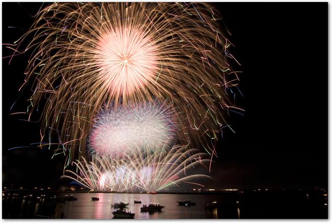 長良川花火大会の大きな打ち上げ花火
