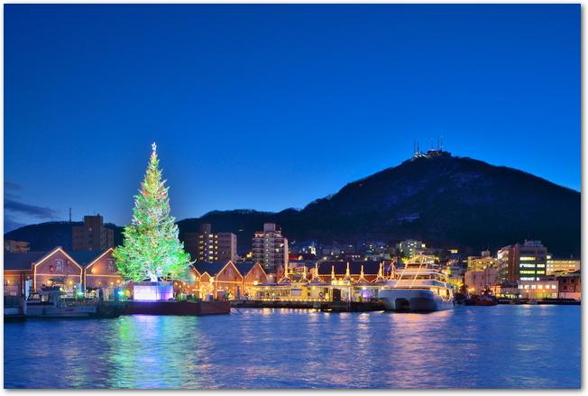 はこだてクリスマスファンタジー開催中の函館港の夜景