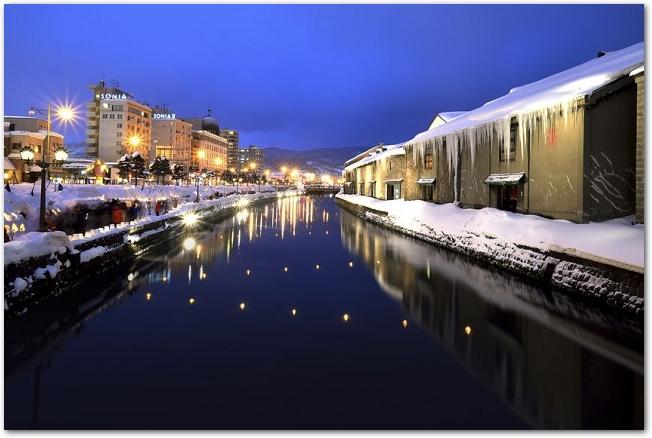 積雪した小樽運河の夜景
