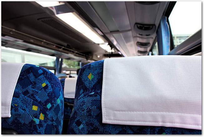 観光バスの車内の座席の様子
